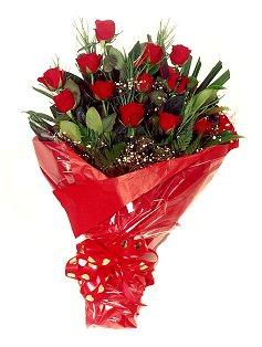 12 adet kirmizi gül buketi  Hakkari internetten çiçek satışı