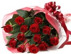 Hakkari 14 şubat sevgililer günü çiçek  10 adet kipkirmizi güllerden buket tanzimi