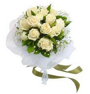 Hakkari yurtiçi ve yurtdışı çiçek siparişi  11 adet benbeyaz güllerden buket