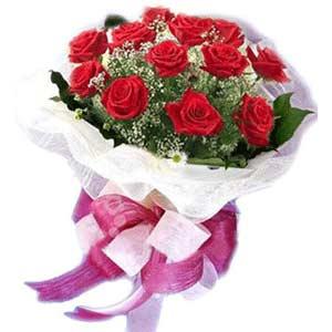 Hakkari çiçekçi telefonları  11 adet kırmızı güllerden buket modeli