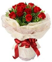 12 adet kırmızı gül buketi  Hakkari 14 şubat sevgililer günü çiçek