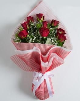 9 adet kırmızı gülden buket  Hakkari çiçekçi telefonları