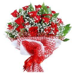11 kırmızı gülden buket  Hakkari uluslararası çiçek gönderme