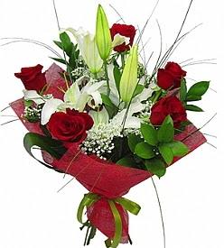 1 dal kazablanka 5 kırmızı gül buketi  Hakkari çiçek mağazası , çiçekçi adresleri