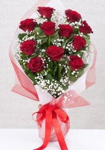 11 kırmızı gülden buket çiçeği  Hakkari uluslararası çiçek gönderme