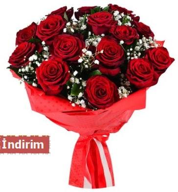 12 Adet kırmızı aşk gülleri  Hakkari çiçekçi telefonları