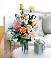 Hakkari çiçek satışı  cam yada mika vazo içerisinde gül kazablanka