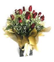 Hakkari çiçekçiler  11 adet kirmizi gül  buketi