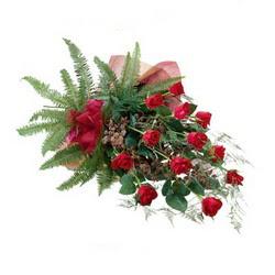 Hakkari çiçek siparişi vermek  10 adet kirmizi gül özel buket çiçek siparisi