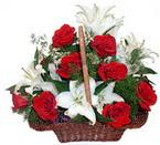 sepette gül ve kazablankalar   Hakkari hediye çiçek yolla