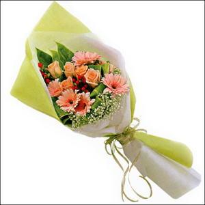 sade güllü buket demeti  Hakkari hediye çiçek yolla