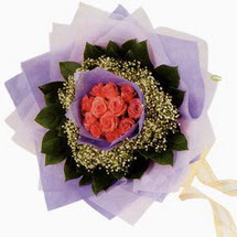 12 adet gül ve elyaflardan   Hakkari hediye çiçek yolla
