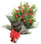 12 adet kirmizi gül buketi   Hakkari hediye çiçek yolla