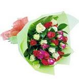 12 adet renkli gül buketi   Hakkari İnternetten çiçek siparişi