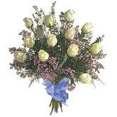 bir düzine beyaz gül buketi   Hakkari İnternetten çiçek siparişi