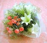 Hakkari çiçek gönderme sitemiz güvenlidir  lilyum ve 7 adet gül buket