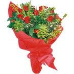 10 adet kirmizi gül buketi  Hakkari çiçek gönderme sitemiz güvenlidir