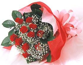 12 adet kirmizi gül buketi  Hakkari online çiçek gönderme sipariş