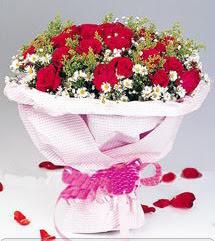 Hakkari çiçek siparişi sitesi  12 ADET KIRMIZI GÜL BUKETI