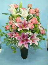 Hakkari çiçek siparişi sitesi  cam vazo içerisinde 21 gül 1 kazablanka