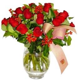 Hakkari hediye çiçek yolla  11 adet kirmizi gül  cam aranjman halinde