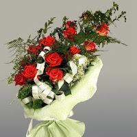 Hakkari çiçek , çiçekçi , çiçekçilik  11 adet kirmizi gül buketi sade haldedir