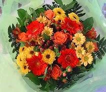Hakkari çiçek , çiçekçi , çiçekçilik  sade hos orta boy karisik demet çiçek
