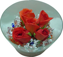 Hakkari uluslararası çiçek gönderme  5 adet gül ve cam tanzimde çiçekler