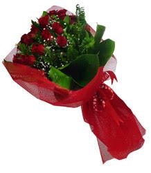 Hakkari İnternetten çiçek siparişi  10 adet kirmizi gül demeti