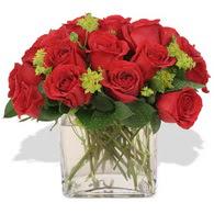 Hakkari çiçek gönderme  10 adet kirmizi gül ve cam yada mika vazo