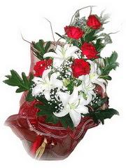 Hakkari çiçek mağazası , çiçekçi adresleri  5 adet kirmizi gül 1 adet kazablanka çiçegi buketi