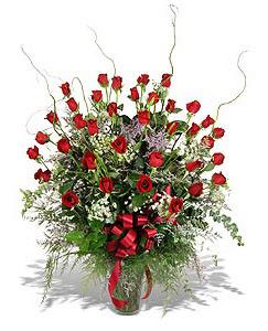 Hakkari çiçekçi mağazası  33 adet kirmizi gül vazo içerisinde