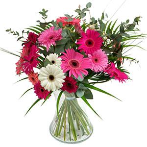 15 adet gerbera ve vazo çiçek tanzimi  Hakkari çiçek siparişi vermek