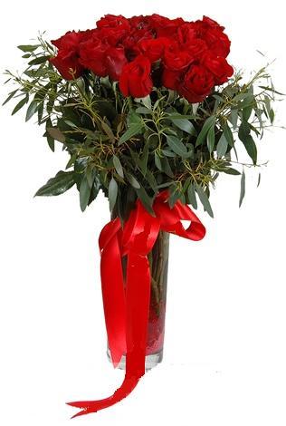 15 adet kirmizi gül cam vazo içerisinde  Hakkari çiçek siparişi sitesi