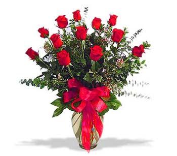 çiçek siparisi 11 adet kirmizi gül cam vazo  Hakkari çiçek siparişi vermek