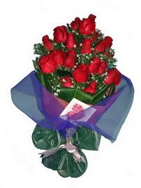 12 adet kirmizi gül buketi  Hakkari çiçek siparişi vermek