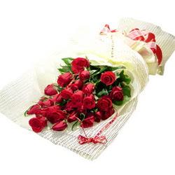 Çiçek gönderme 13 adet kirmizi gül buketi  Hakkari çiçekçi telefonları