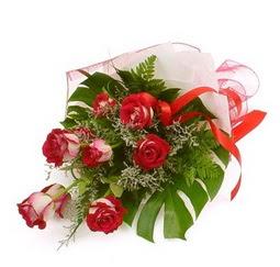 Çiçek gönder 9 adet kirmizi gül buketi  Hakkari internetten çiçek siparişi