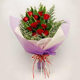 çiçekçi dükkanindan 11 adet gül buket  Hakkari hediye çiçek yolla