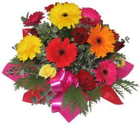 Karisik mevsim çiçeklerinden buket  Hakkari anneler günü çiçek yolla