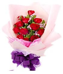 7 gülden kirmizi gül buketi sevenler alsin  Hakkari İnternetten çiçek siparişi