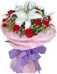 9 adet kirmizi gül 1 adet kazablanka buketi  Hakkari hediye çiçek yolla