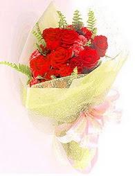 9 adet kirmizi gül buketi  Hakkari online çiçek gönderme sipariş