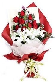 Hakkari ucuz çiçek gönder  9 adet gül 2 adet kazablanka buketi