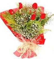Hakkari 14 şubat sevgililer günü çiçek  5 adet kirmizi gül buketi demeti