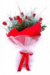 Hakkari çiçek yolla , çiçek gönder , çiçekçi   9 adet kirmizi gül buketi demeti