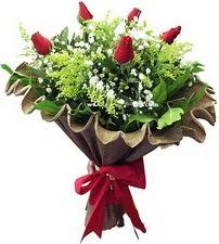 Hakkari çiçek siparişi vermek  5 adet kirmizi gül buketi demeti