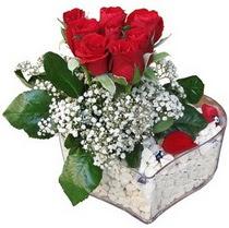 Hakkari kaliteli taze ve ucuz çiçekler  kalp mika içerisinde 7 adet kirmizi gül