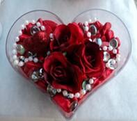 Hakkari online çiçek gönderme sipariş  mika kalp içerisinde 3 adet gül ve taslar