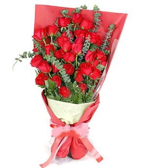 Hakkari çiçek yolla  37 adet kırmızı güllerden buket